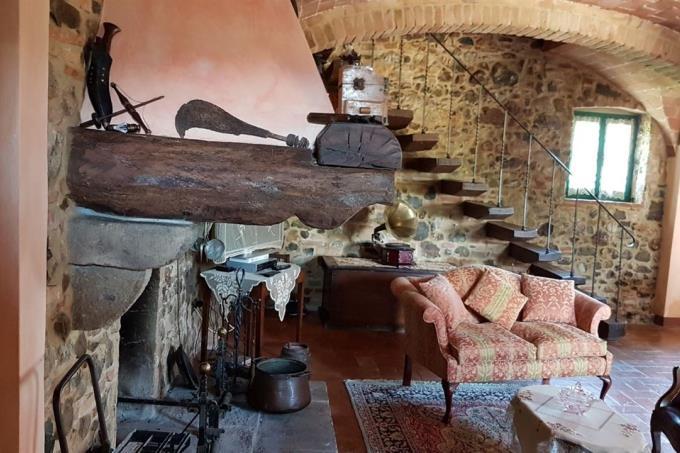 dettagli-salone-esclusivo-rustico-in-pietra-in-vendita-toscana-pisa-casale-marittimo