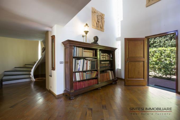 living-ingresso-esclusiva-villa-vendita-toscana-castiglioncello