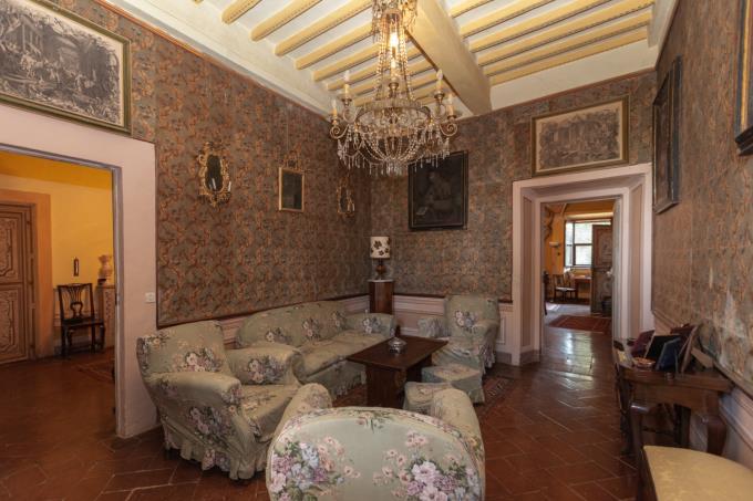 salotto-tenuta-con-villa-di-prestigio-affreschi-piscina-in-vendita-toscana-pisa-volterra