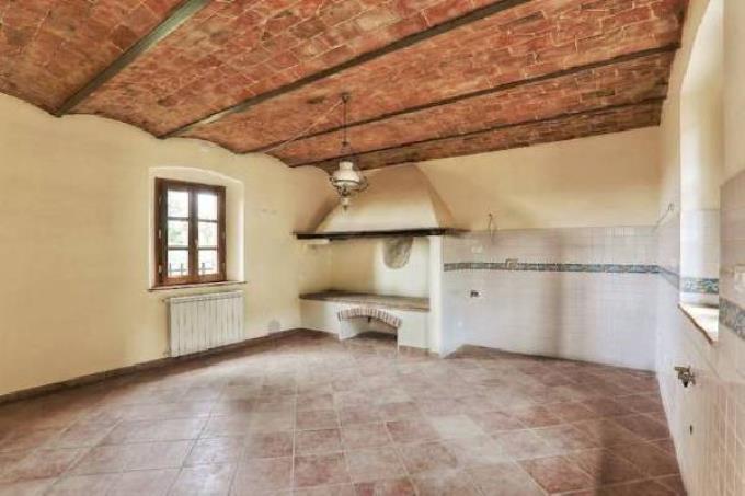 salone-con-caminetto-casale-rustico-in-vendita-toscana-castagneto-carducci
