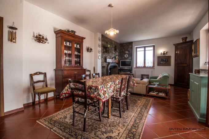 salotto-casale-tipico-toscano-vista-mare-in-vendita-toscana-monteverdi-marittimo