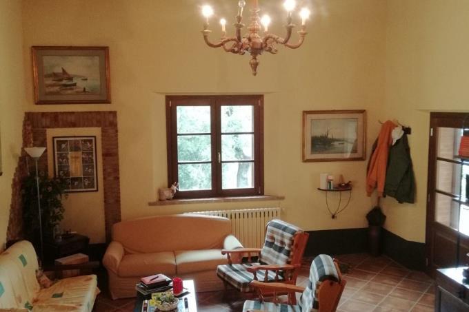 salone-ex-fienile-ristrutturato-in-vendita-toscana-castagneto-carducci