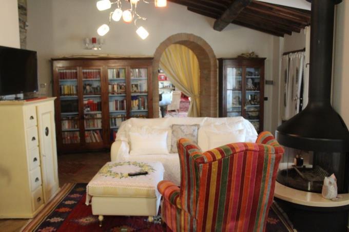 sala-casale-vendita-toscana-siena