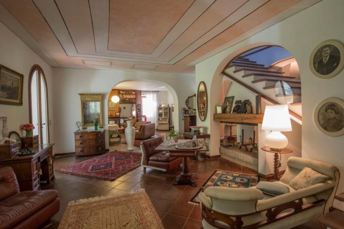 salone-lussuosa-villa-vendita-mare-toscana-castiglioncello