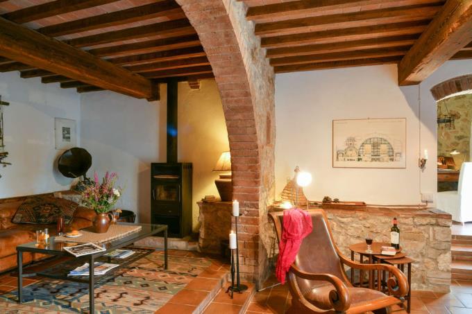 soggiorno-storica-casa-di-campagna-con-piscina-in-vendita-toscana-pisa-volterra
