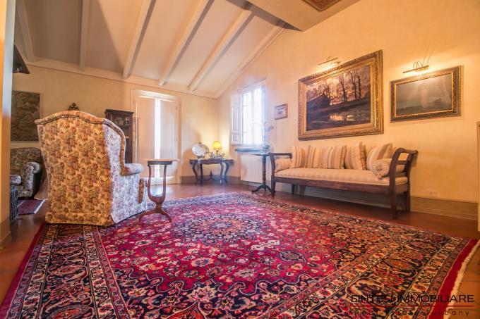 salone-prestigiosa-villa-in-stile-toscano-in-vendita-toscana-lucca-versilia