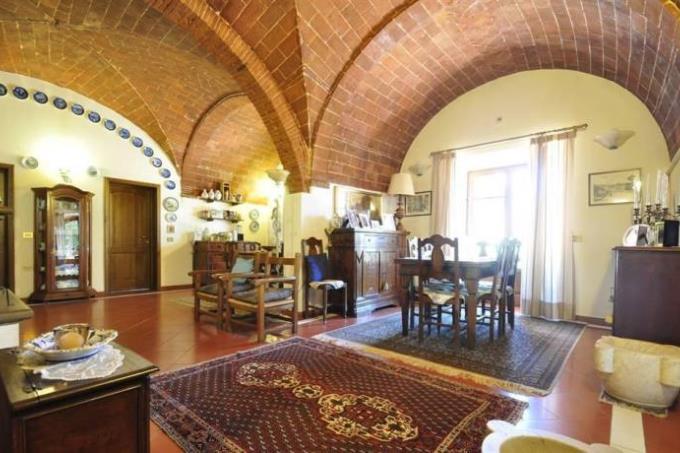 salone-con-archi-volte-antico-rustico-in-vendita-toscana-livorno-suvereto