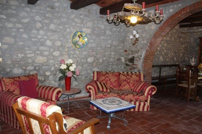 salone-casale-ottocentesco-vendita-toscana-volterra