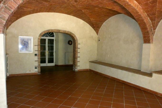 salone-archi-volte-autentico-casale-in-vendita-toscana-pisa-lajatico