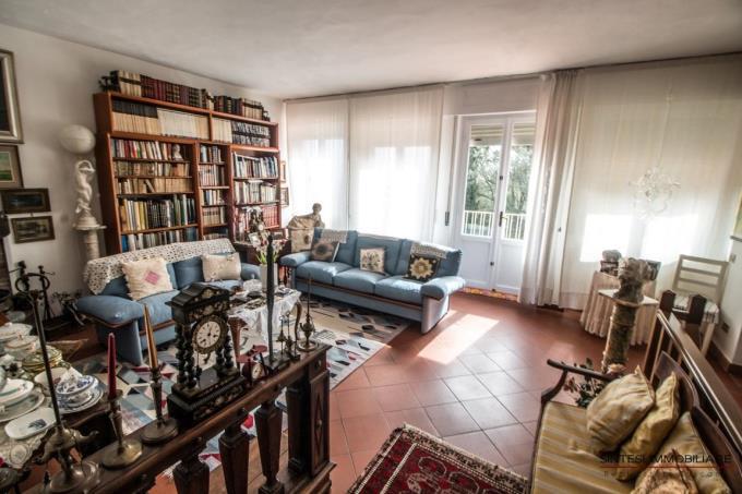 salone-con-terrazza-vista-mare-mozzafiato-villa-in-vendita-toscana-quercianella