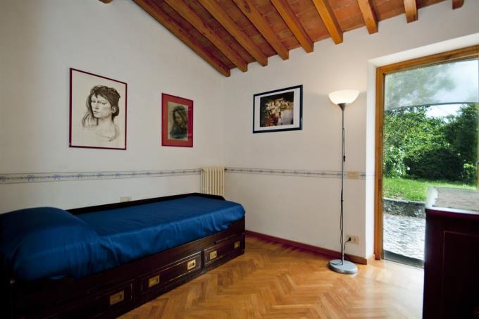 camera-casale-vista-mare-in-vendita-toscana-lucca-pietrasanta