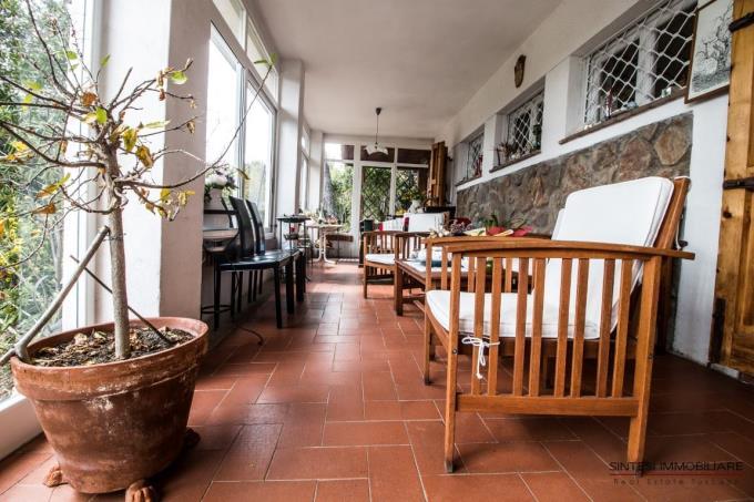 luminosa-veranda-villa-in-vendita-sul-mare-toscana-livorno-quercianella