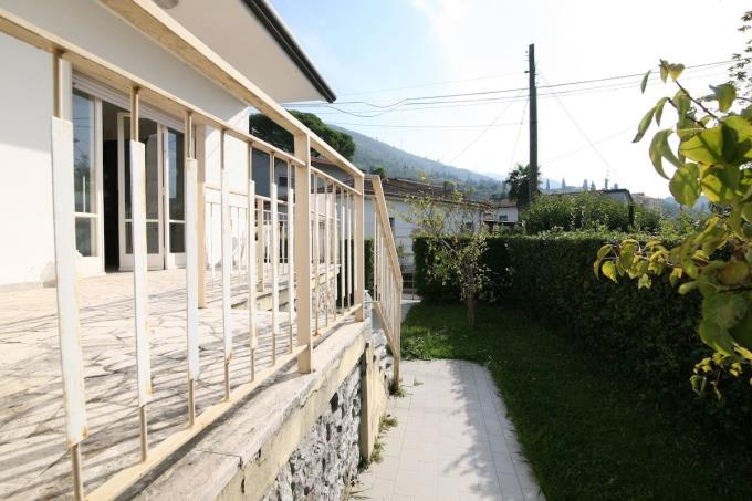 luminosa-villa-in-vendita-versilia-pietrasanta