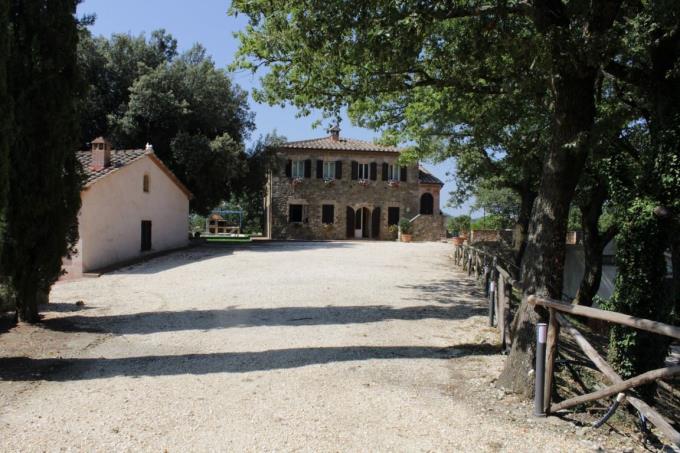 lussuosa-tenuta-vinicola-vendita-toscana-siena