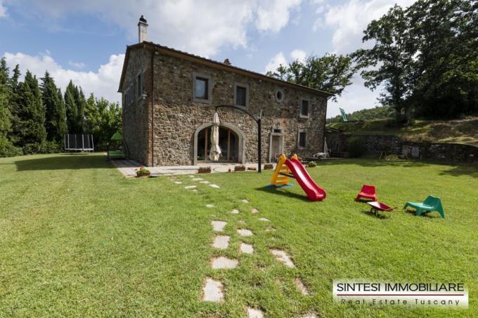 lussuosa-villa-padronale-con-piscina-a-sfioro-in-vendita-toscana-pisa-volterra