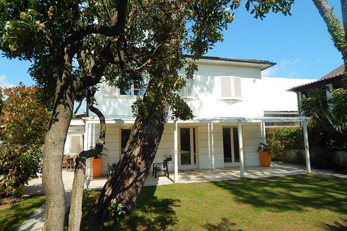 lussuosa-villa-in-vendita-sul-mare-toscana-lucca-marina-di-pietrasanta