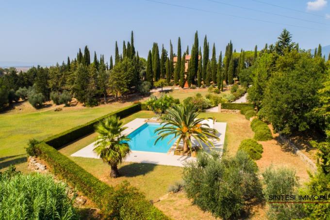 esclusiva-tenuta-con-4 casali-piscina-vista-mare-in-vendita-toscana-costa-livorno-suvereto