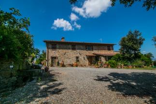 Prestigious estate with 18th villa and 2 farmhouses for sale in Tuscany |Pisa | Volterra countryside