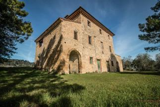 prestigious estate farm with 19th villa and a farmhouse for sale in Tuscany | Volterra Countryside