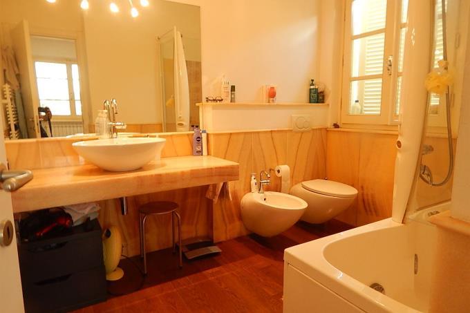 bagno-principale-villa-sulla-spiaggia-in-vendita-toscana-versilia-forte-dei-marmi