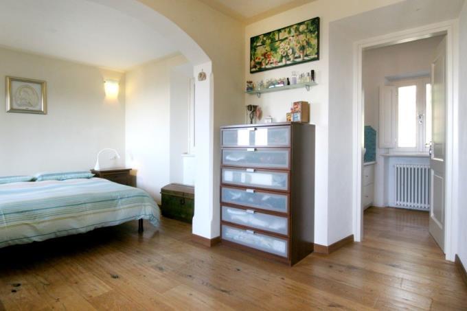 camera-con-bagno-casale-vista-mare-in-vendita-toscana-versilia-pietrasanta