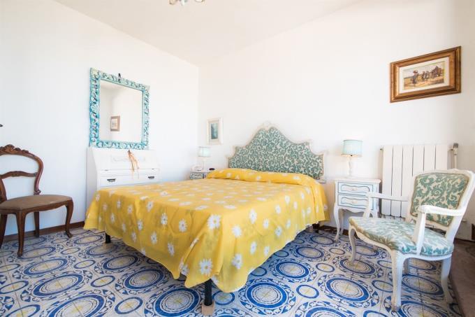 main-bed-of-sea-semidetached-villa-for-sale-tuscany-livorno-castiglioncello