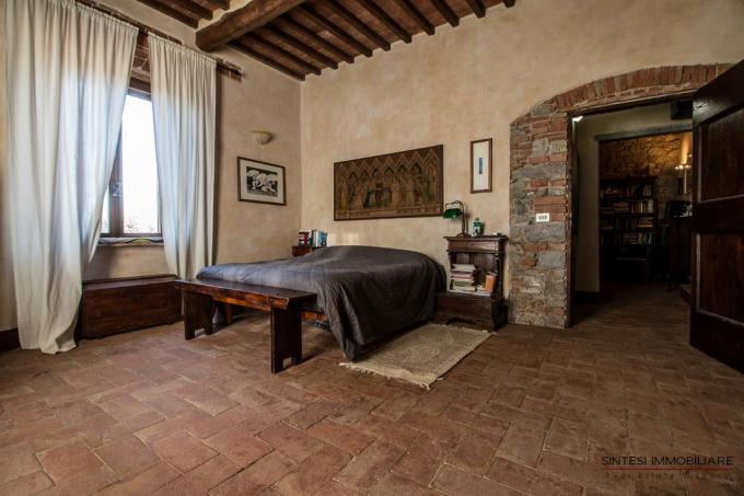 main-bed-of-semidetached-countryhouse-for-sale-tuscany-grosseto-scansano