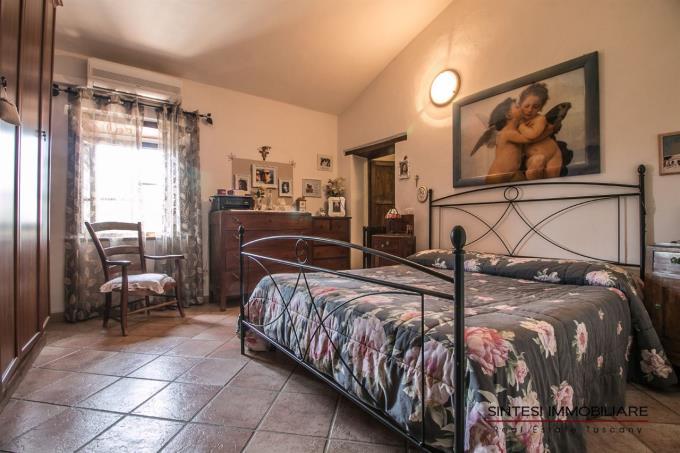 camera-autentico-rustico-casale-d'epoca-vicino-mare-in-vendita-toscana-valdicornia-suvereto