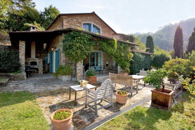 ingresso-casale-di-lusso-toscana-versilia-pietrasanta