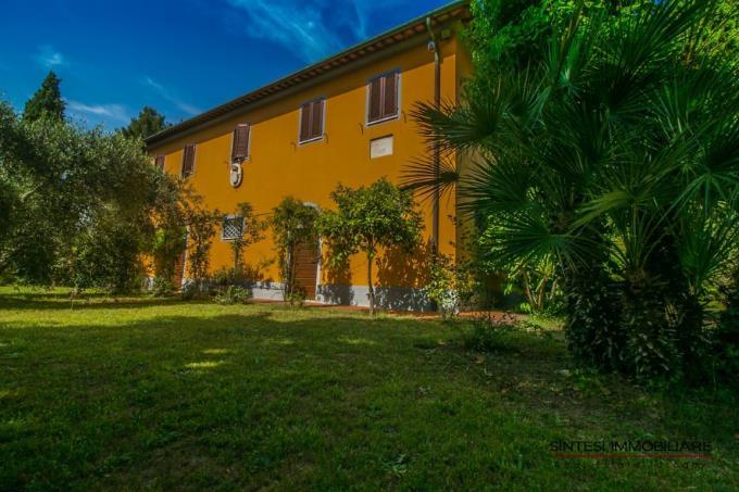 ingresso-principale-villa-d'epoca-sul-mare-in-vendita-toscana-livorno-campiglia-marittima