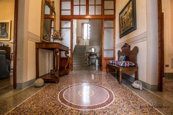 ingresso-principale-villa-ottocentesca-in-vendita-toscana-tra-pisa-e-volterra