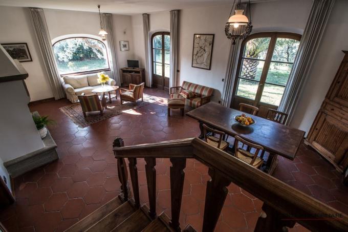 salone-con-camino-villa-padronale-in-vendita-in-toscana-montescudaio