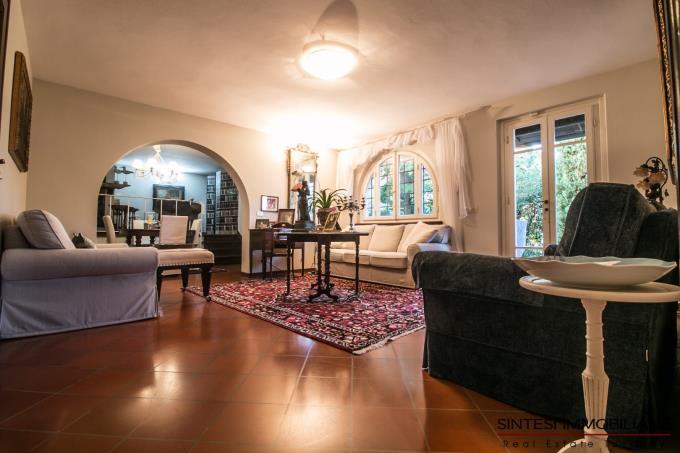salone-con-camino-villa-di-prestigio-in-vendita-toscana-lucca