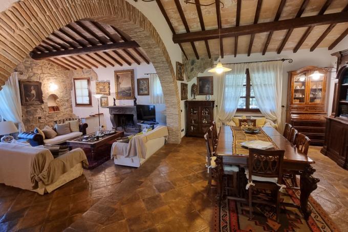 salone-principale-tenuta-di-lusso-con-2-ville in-vendita-toscana-grosseto-capalbio