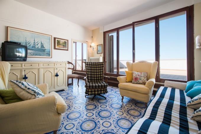 salone-con-terrazza-sul mare-toscana-livorno-castiglioncello