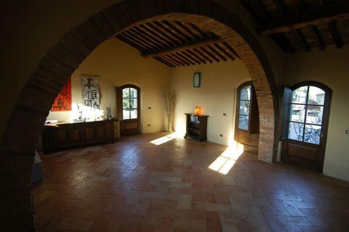 sala-meditazione-eremo-castello-vista-mare-toscana-volterra
