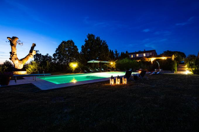 notturno-area-piscina-tenuta-con-villa-antica-vista-mare-in-vendita-toscana-maremma-massa-marittima