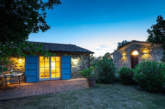 notturno-guesthouse-villa-di-lusso-vista-mare-piscina-in-vendita-sud-toscana-massa-marittima