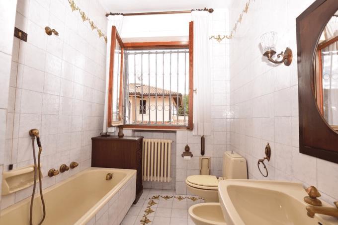 bagno-bellissima-villa-in-vendita-toscana-lucca-lido-di-camaiore