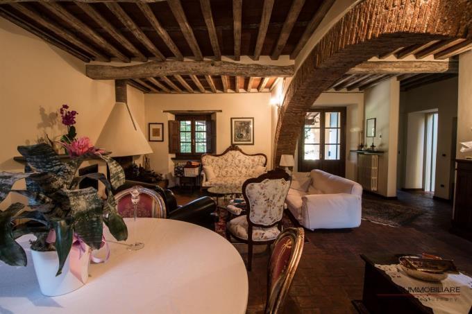 solai-in-cotto-e-legno-lussuoso-casale-in-vendita-toscana-pietrasanta