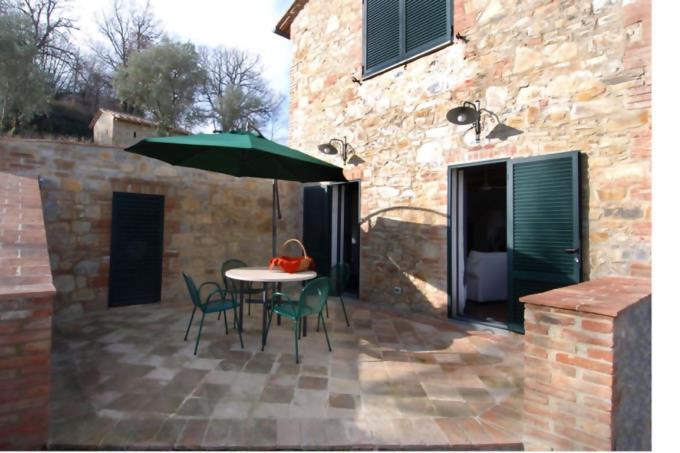 patio-esterno-ex-fienile-ottocentesco-vendita-toscana-radicondoli