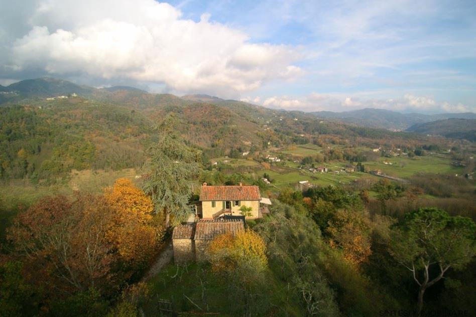 panoramicissima-proprieta-con-due-casali-in-vendita-toscana-lucca
