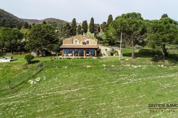 casale-ristrutturato-con-panorama-mozzafiato-in-vendita-Toscana-PIsa-campagna-Volterra