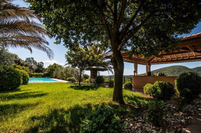 parco-con-piscina-villa-di-prestigio-in-vendita-in-toscana-livorno-castagneto-carducci