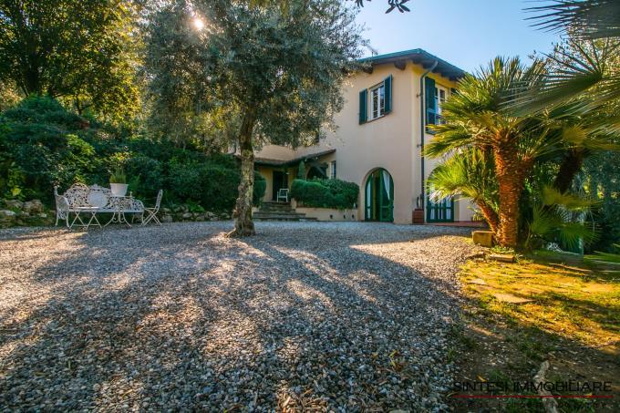 parco-privato-villa-di-lusso-5-camere-in-vendita-toscana-lucca