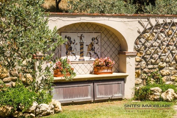 particolare-giardino-lussuosa-villa-vendita-toscana-montescudaio