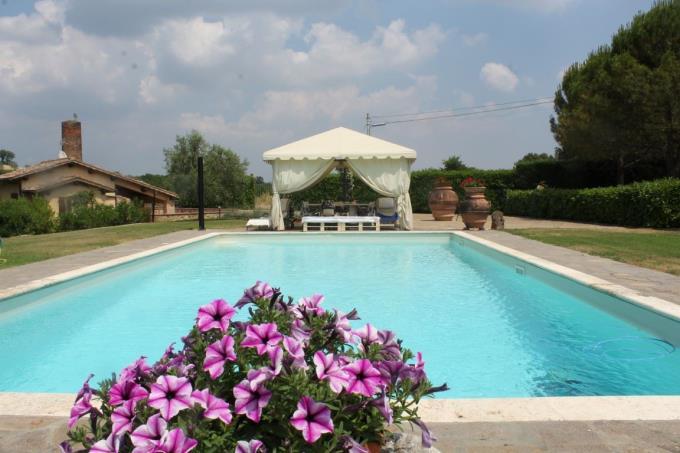 piscina-esclusivo-rustico-vendita-toscana-siena