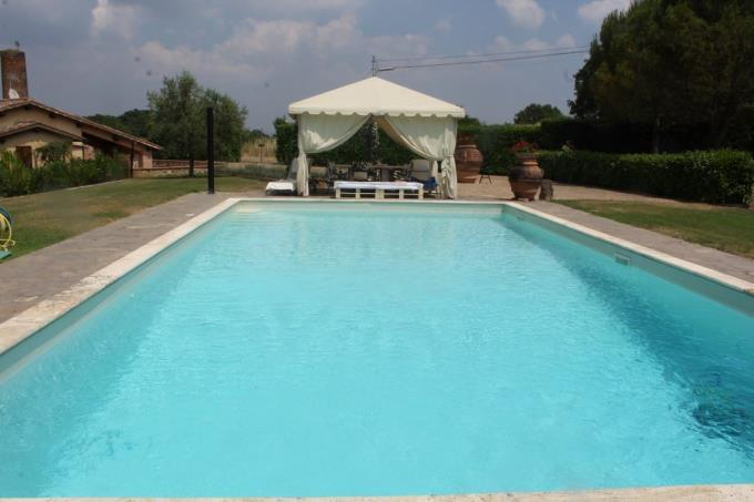 piscina-exfornace-ristrutturata-vendita-toscana-siena