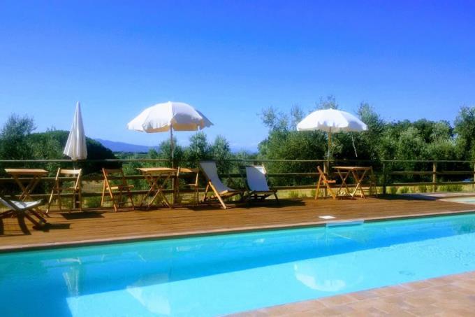 piscina-fattoria-con-vigneti-in-vendita-toscana-livorno-bolgheri-area