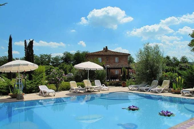 piscina-prestigioso-casale-ex-mulino-con-piscina-in-vendita-toscana-campagna-pisa